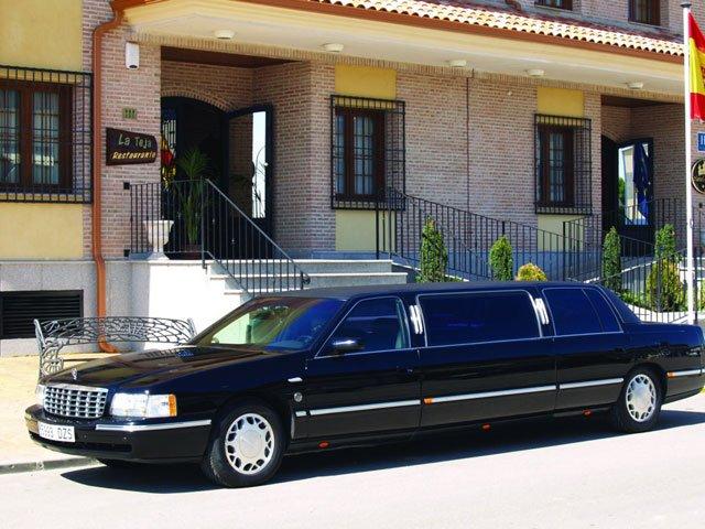 Comprar Limousina Cadillac de Ville ( Siete metros de longuitud ) matriculada en España