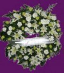 Corona funeraria de flores frescas