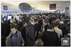 Los aeropuertos europeos luchan contra el temporal para dar salida a los viajeros